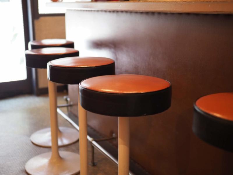 ナポリのカウンターの椅子